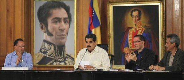 Maduro prohíbe trabajar los viernes para reducir el consumo de agua y luz