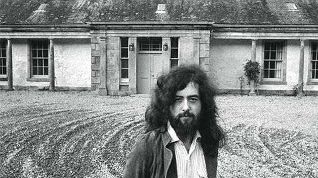 Jimmy Page en su mansión satánica