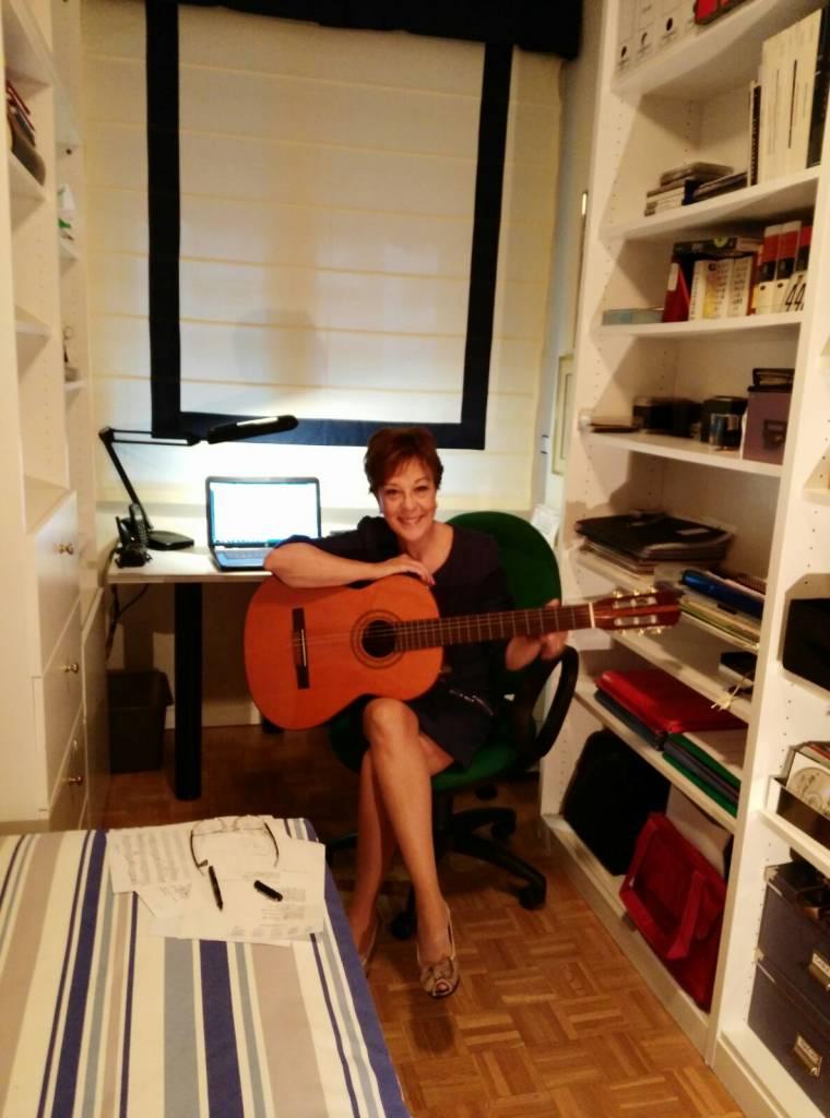 María José García Castillo con su guitarra