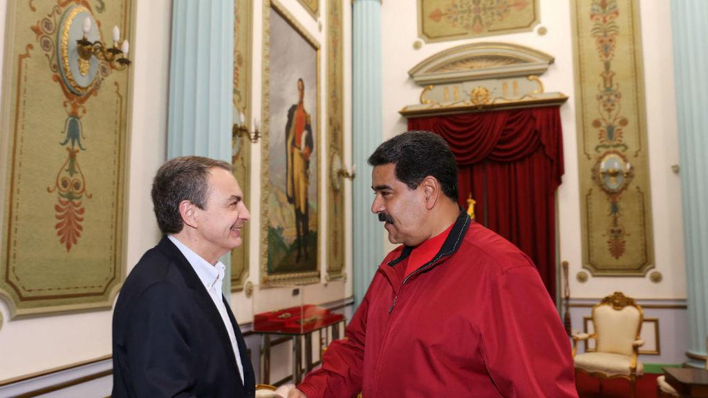 Zapatero saluda a Nicolás Maduro en el Palacio de Miraflores