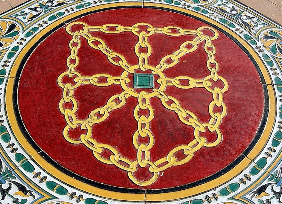 Escudo de Navarra en la Plaza de España