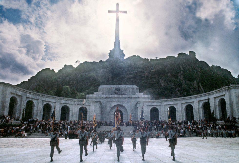 23 de noviembre. Llegada de los restos mortales de Franco al Valle de los Caídos para ser enterrado