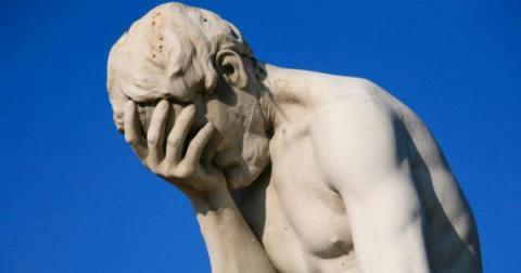 Una persona estúpida es aquella que causa pérdidas a otra persona o grupo de personas sin obtener ninguna ganancia