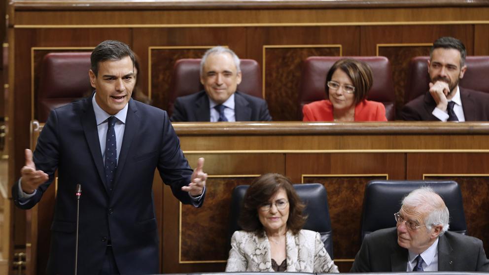 Sánchez se solidariza con Borrell, pide una reflexión y la oposición le exige que rompa