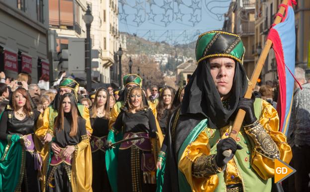 Desfile de moros y cristianos el Día de la Toma de Granada