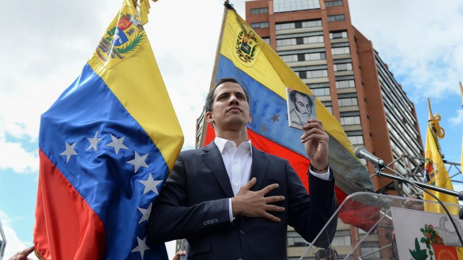 Juan Guaidó juramenta como presidente encargado de Venezuela