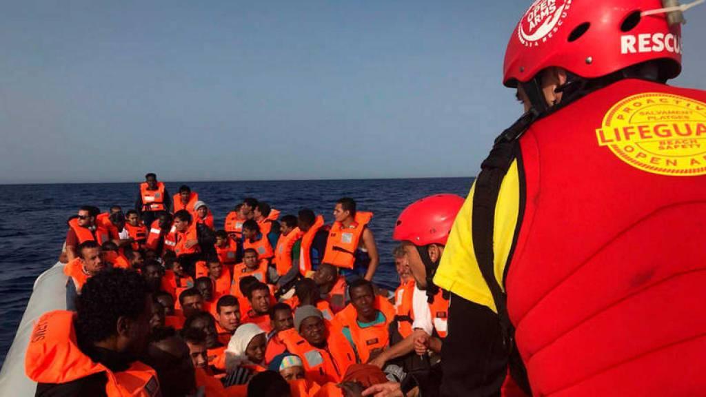 Momento del rescate en aguas del Mediterráneo