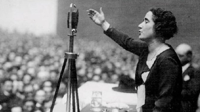"""Clara Campoamor: """"Estoy tan alejada del fascismo como del comunismo, soy liberal"""""""