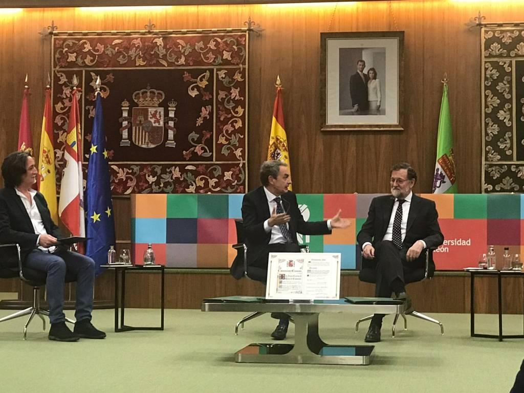 Zapatero y Rajoy,, ambos ex presidentes del gobierno de España participan en un coloquio sobre la consolidación de la democracia