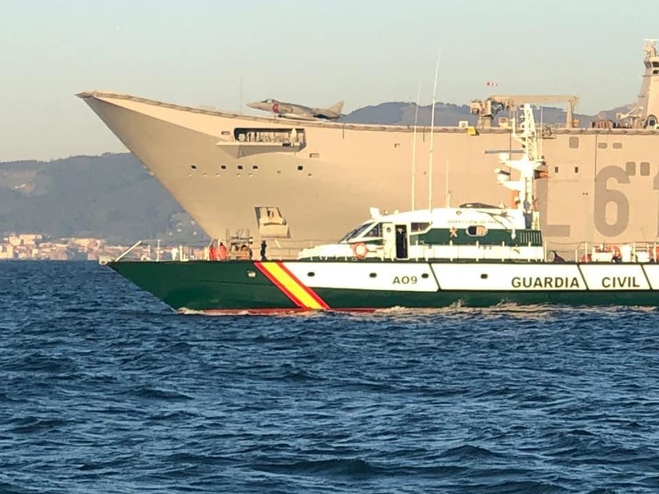 el porta aeronaves de la Armada Juan Carlos I entrando en el puerto de Guecho