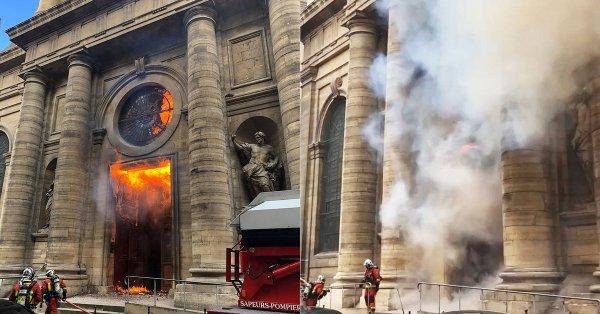 El domingo ardió la Iglesia de Saint Sulpice