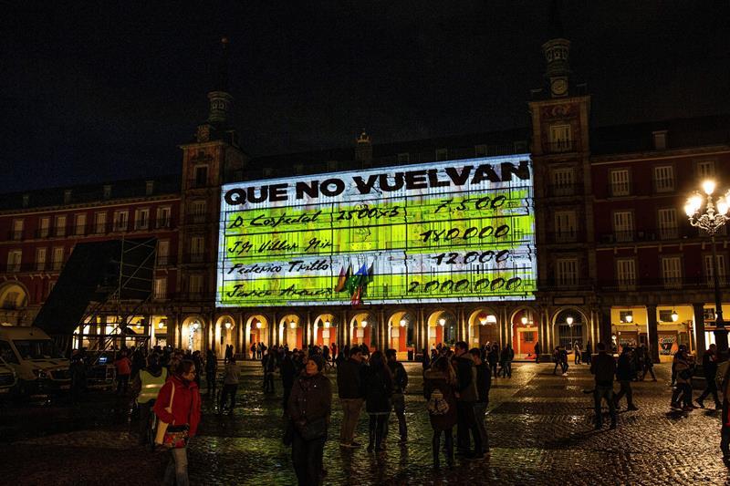 """Podemos se atribuye la proyección de los """"papeles de Bárcenas"""" en Madrid"""