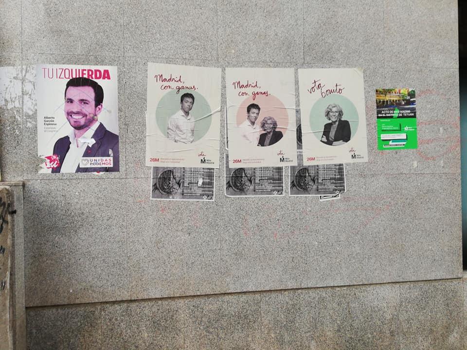 Las aceras y las fachadas sucias por la campaña electoral. Foto de la autora