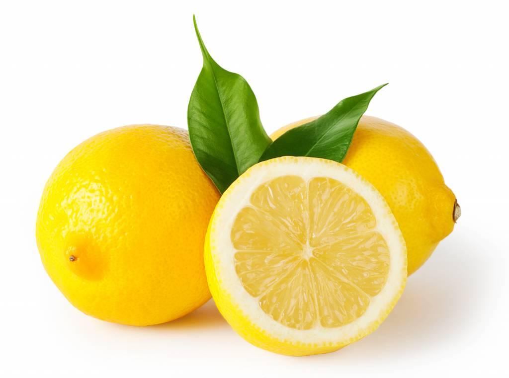 Desde hace ya diez años, y no he tenido ni un resfriado durante este tiempo, tomo nada más levantarme el zumo de un limón