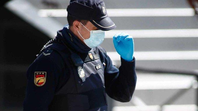 """Centenares de agentes de la Policía Nacional se han lanzado por su cuenta a hacerse el test del Covid-19. Ante la """"escasez"""" de recursos que vienen denunciando."""