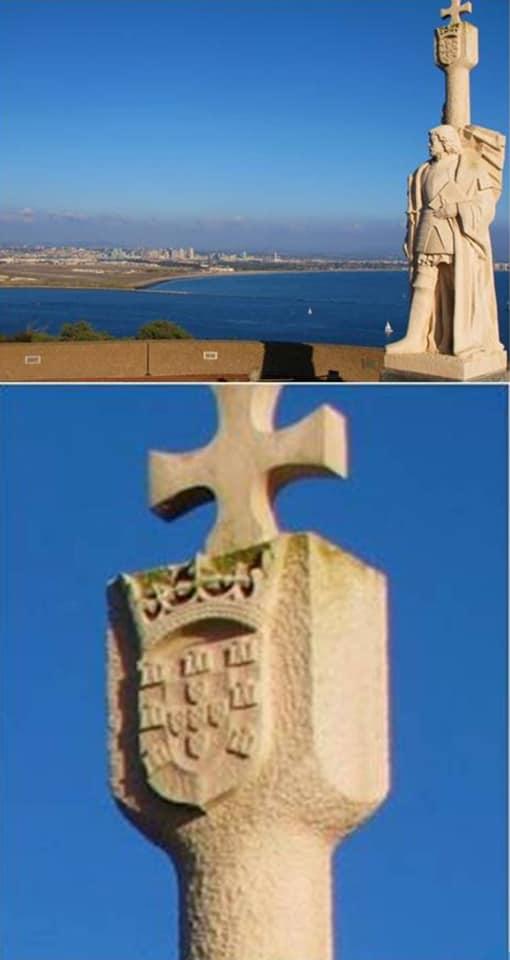 Estatua de Cabrillo en punta Loma presidiendo la bahía de San Diego y coronada por la armas de Portugal (¿?) ¿Harán algo nuestras autoridades diplomáticas?.