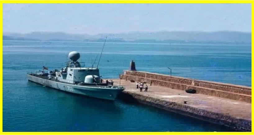 Patrullero de la Armada en la isla