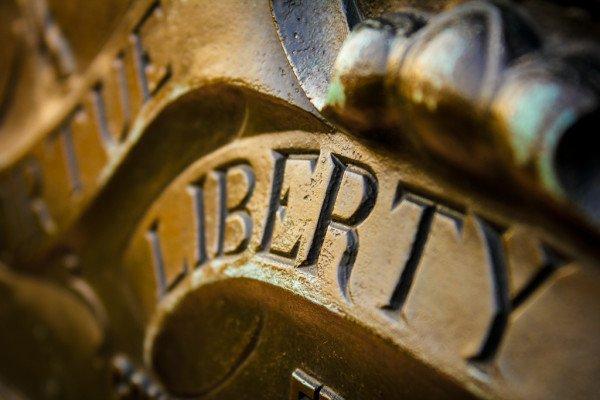 No cambies tu rumbo ni traiciones tus principios, eres libre.